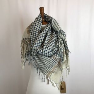 Look Fringed Cotton Scarf